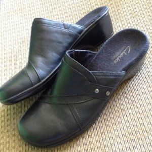 CLARKS Black Leather May Cup Slip on Clogs 6.5